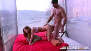 magrinha aceita a massagem grátis e trai seu marido com o massagista